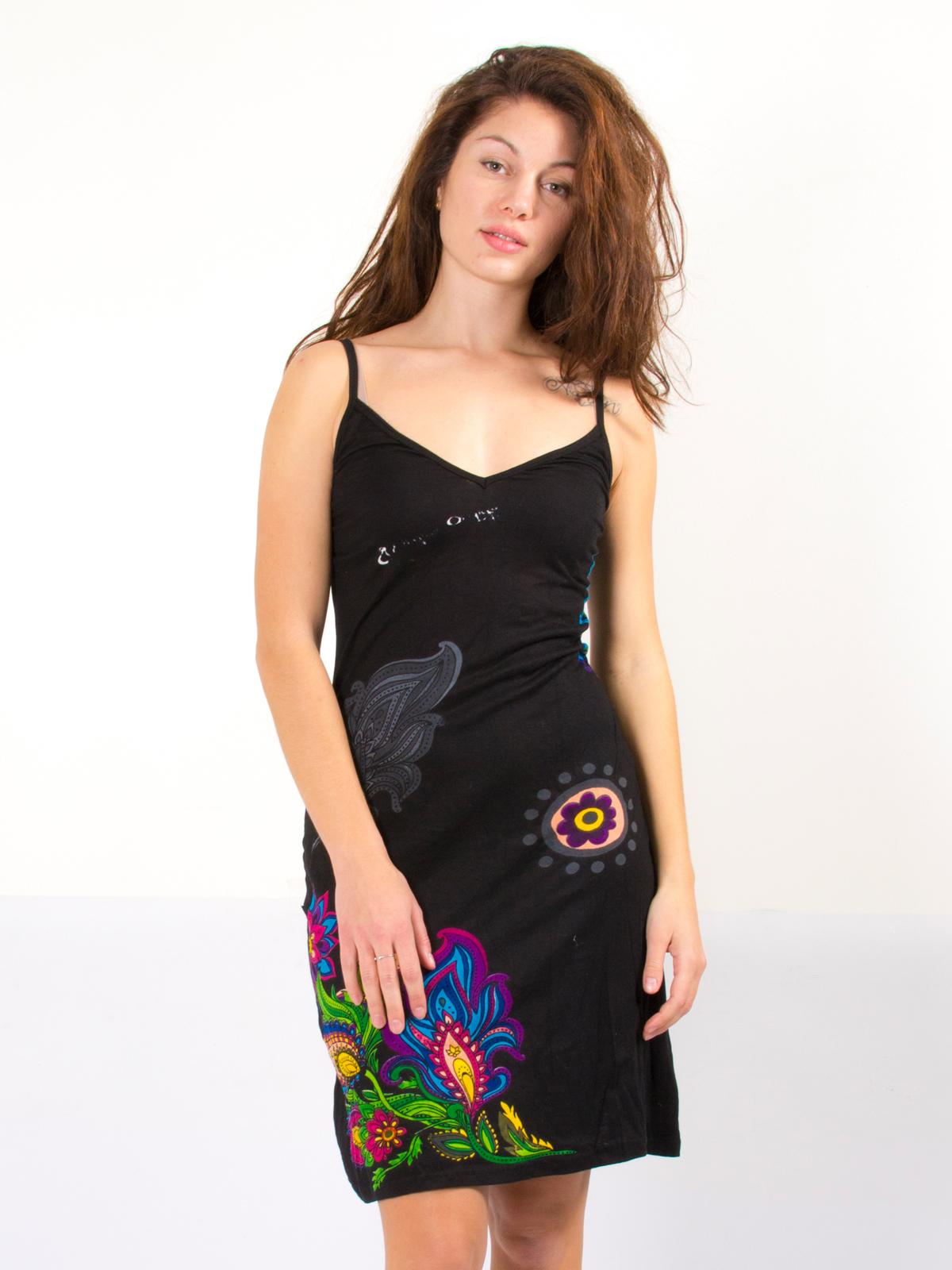 974a3772ae5 Robe noire légère avec motif hindi coloré