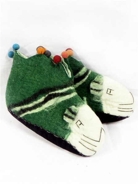 Chaussons verts animaux style troubadour