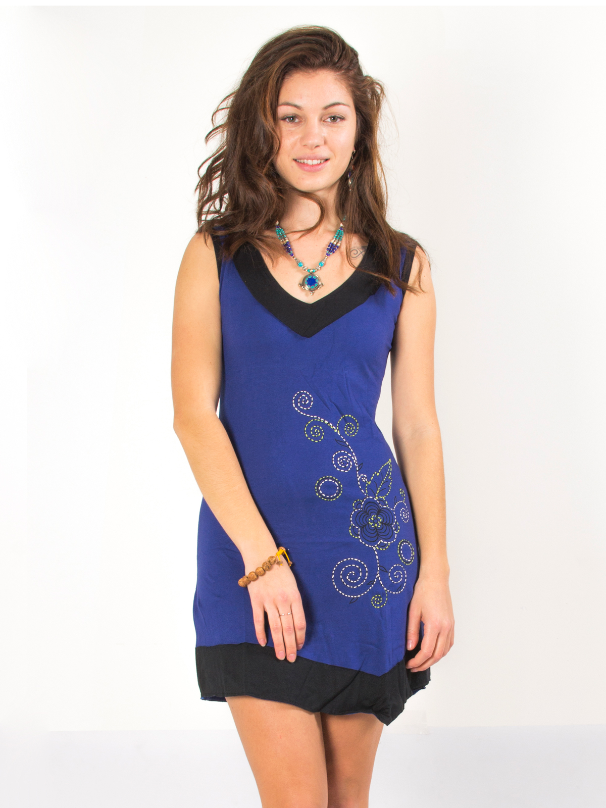 fea812b8222 Robe bleu coupe elfique broderie fleurie